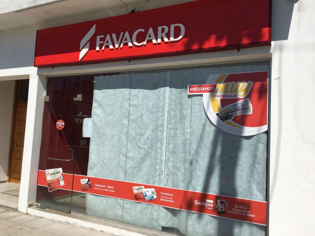Frente sucursal Favacard Daireaux